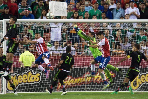 Melitón Hernández debutó con México y tuvo una decente actuación pero po...