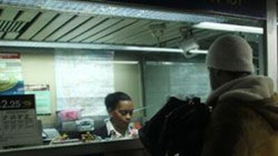 Este viernes mas de 200 empleados de MTA perdieron sus empleos. ae14a181...