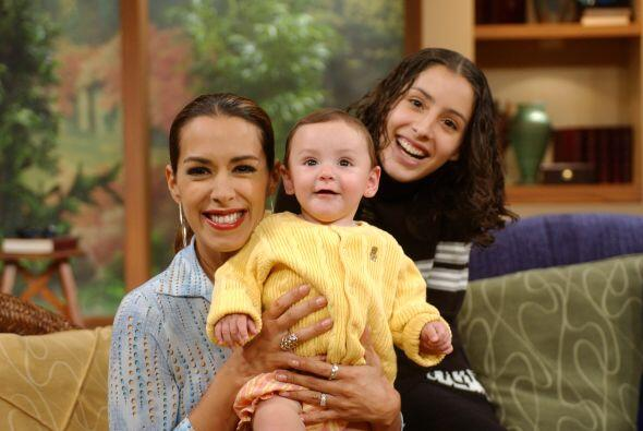 1.-Marisa del Portillo  fue madre muy joven, a penas con  21 años...