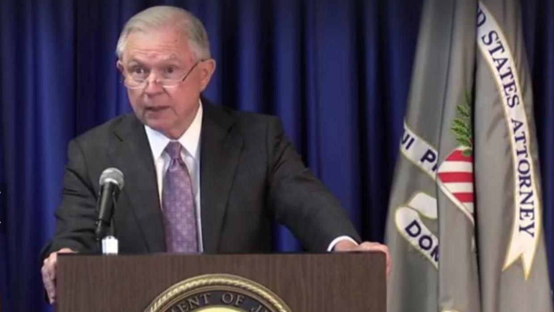 El fiscal general de EEUU, Jeff Sessions, se reunió con representantes d...