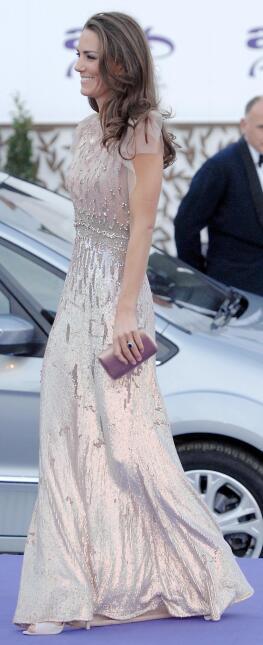La Duquesa con un vestido que le encanta.