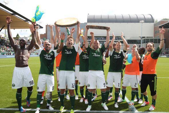 24 de junio, 2011: Los Portland Timbers celebraron su primer triunfo en...