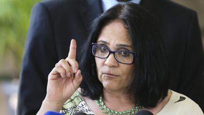 """Niños de azul y niñas de rosa: la """"nueva era"""" que anuncia para Brasil una ministra de Bolsonaro"""