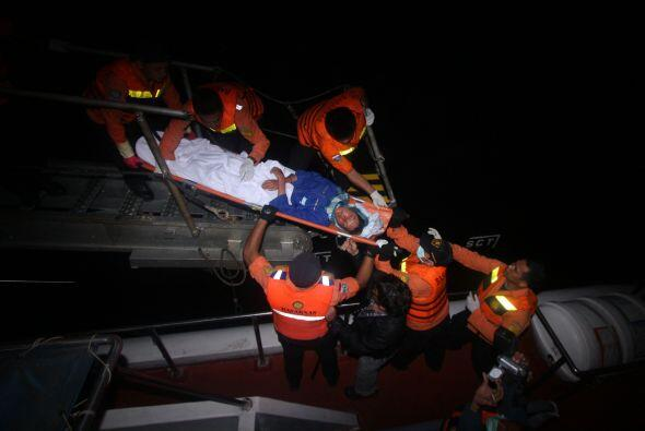 Febrero 4- Mueren 56 personas al naufragar su embarcación frente...