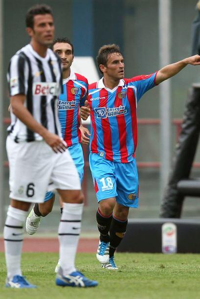 Pero fue el Catania el que pegó primero, gracias a un tanto de Gonzalo B...
