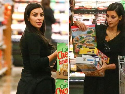 En plena Navidad vimos a Kim en el super comprando montones de cereal.