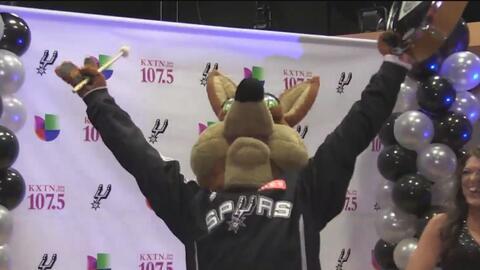 Univision KXTN-FM ahora transmitirá por radio los partidos de los Spurs...