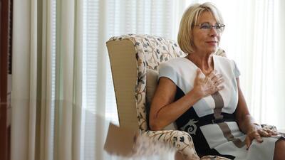 Betsy Devos ha estado ocupada promoviendo una agenda de educación conser...