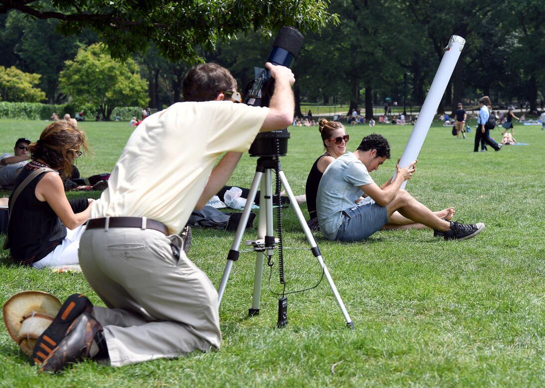Con máscaras, lentes y cajas: así vieron los estadounidenses el eclipse...
