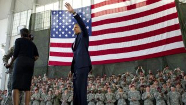 Barack Obama saludó a la tropa que regresa de Irak y declaró que los cas...