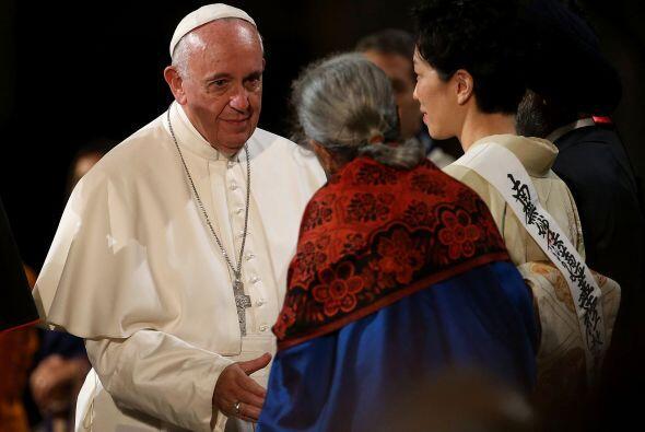 El saludo de Francisco a los líderes religiosos.