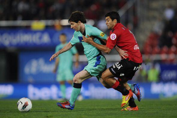 A los 24 minutos del primer tiempo, Messi recibió una falta y el árbitro...