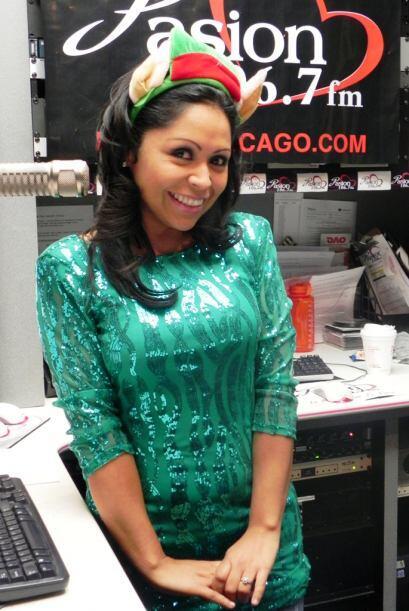 La DJ Aileen Ocaña siempre se ve guapísima y la Navidad es época perfect...