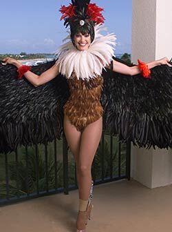 Denisse Quiñones también usó un traje medio raro pa...