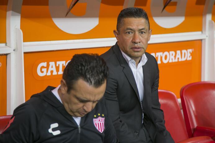 El campeón no sabe ganar: Chivas y Necaxa reparten puntos Ignacio Ambriz...
