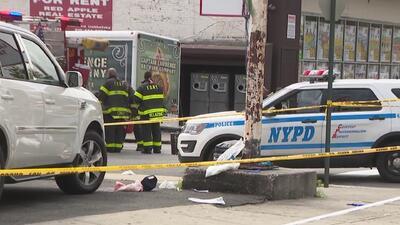 Autoridades buscan a sospechoso de asesinar a disparos a tres personas en un estacionamiento