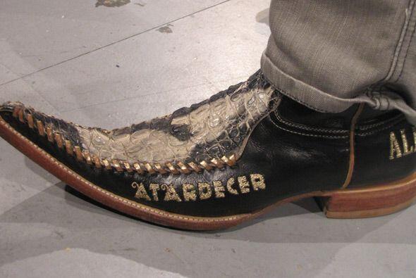 Las botas de los integrantes del Conjunto Atardecer lucieron al ritmo de...