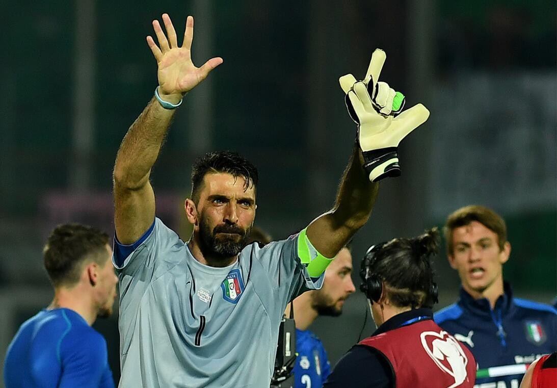 Gianluigi Buffon (Juventus F.C.) - Considerado uno de los mejores porter...