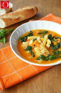 Sopa de pasta y espinacas: La receta más caseramente deliciosa qu...