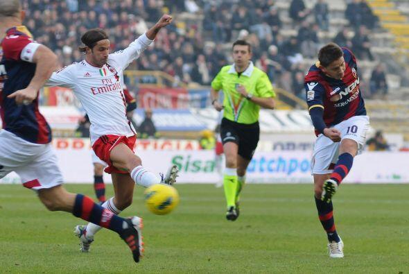 El conjunto local, el Bolognia, no jugó como equipo chico y buscó oportu...