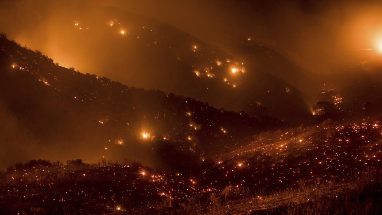 Colinas arrasadas por el incendio Thomas en el condado de Ventura.