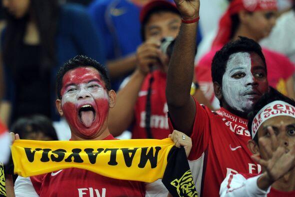 La primera parada fue en Malasia y la gente los recibió a lo grande.
