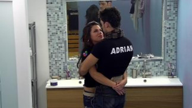 Marlin y Adrián se gustan pero no logran consolidadar la relación.