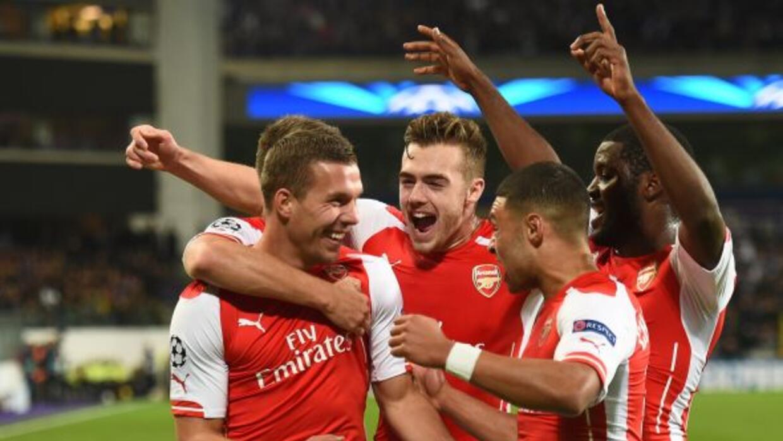 Dos goles en los minutos finales del partido, el segundo de Lukas Podols...