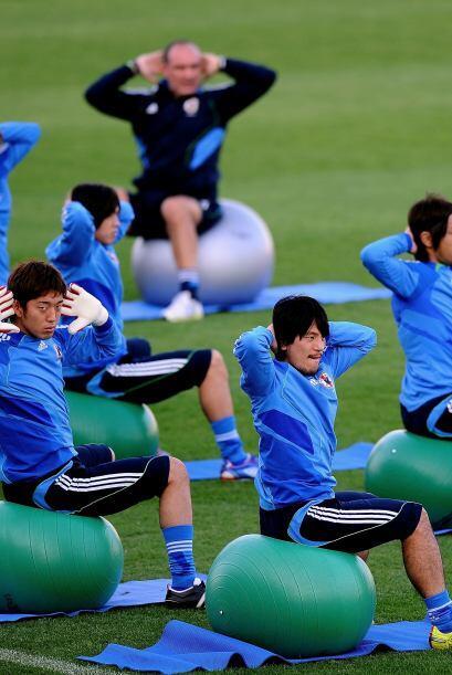 Los jugadores de la selección de Japón se aburren en los entrenamientos,...
