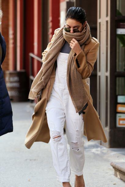 Vanessa aplica para este estilo unos 'jumsuits' en color blanco con toqu...