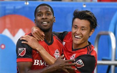 Armando Cooper,  Tsubasa Endoh  Toronto FC