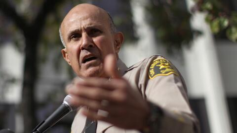 Un juez le negó la libertad bajo fianza al exsheriff de Los Ángeles, Lee...