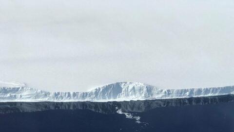 Este es el borde de A-68, el iceberg que se separó de la plataforma de h...