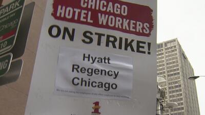 ¿Cuáles son las exigencias de los trabajadores de hoteles en Chicago que están en huelga indefinida?