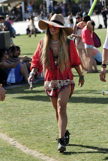A Coachella continúan llegando celebridades con mucha moda y frescas ide...