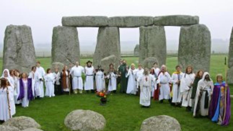 Druidas celebran ceremonia en Stonehenge