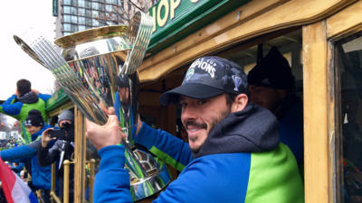 Miles de aficionados recibieron a Seattle Sounders en un espectacular desfile por las calles de la ciudad