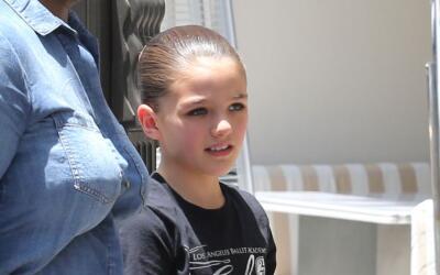 Hermosa Suri Cruise, quien a sus 11 años se alega que mantiene co...