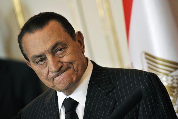 Hosni Mubarak ocupa la silla presidencial desde hace 30 años. Tiene 82 a...