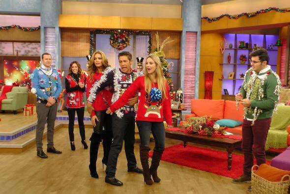 Durante todo el programa, lucieron estos únicos y muy llamativos suétere...