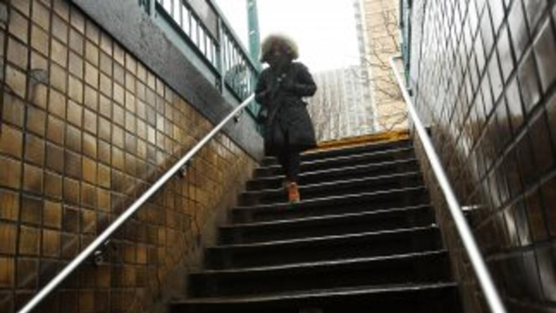 Lo que menos esperamos al entrar al metro es observar una boda.