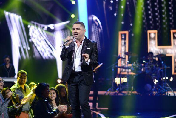 Larry Hernández, nuestro primer jurado anunciado, cantó uno de sus más g...