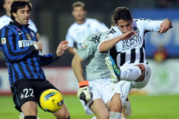 Un partido que se le complicó muchísimo al Inter, que esta...