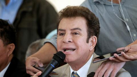 El candidato Salvador Nasralla compareció ante la prensa despu&ea...