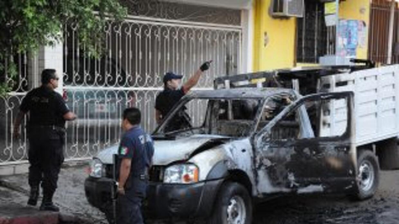 Dos bandas rivales se enfrentaron con armas largas y granadas en la vía...