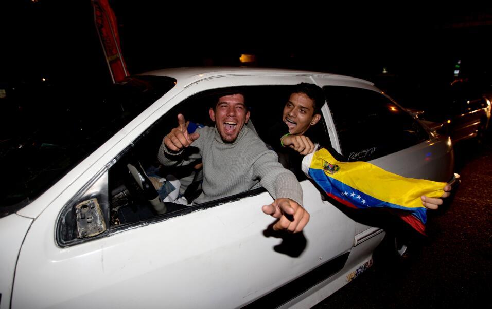 La oposición logra una contundente victoria en Venezuela AP_398021687247...