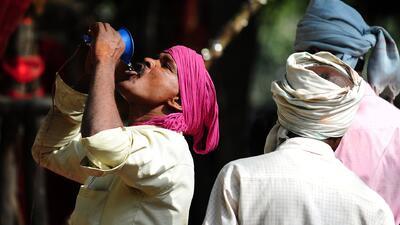 Ola de calor en la India mata a miles
