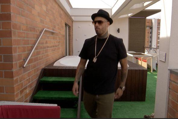 Nicky Jam nos abrió las puertas de su casa para contarnos como transform...