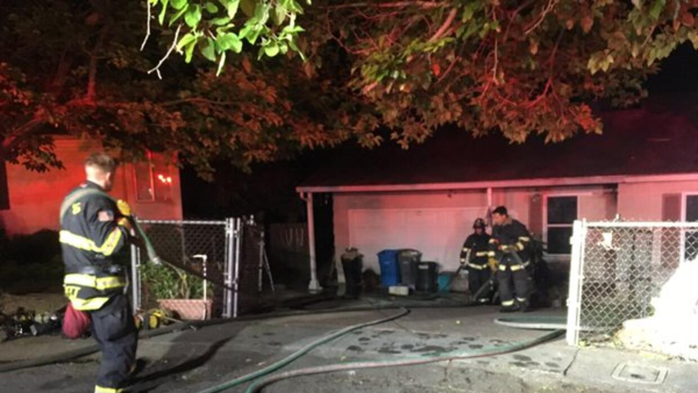 El incendio fue reportado poco después de la 1:00 a.m. en la cuad...