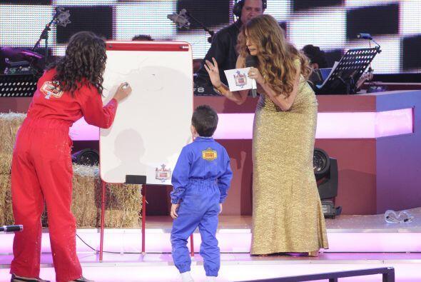 A la hora de adivinar la palabra que Bianca dibujó, André se puso un poc...